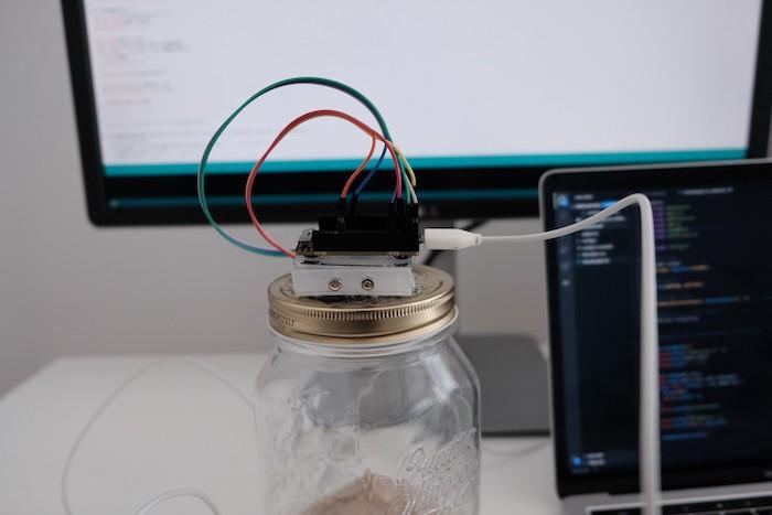 Monitor on closed jar